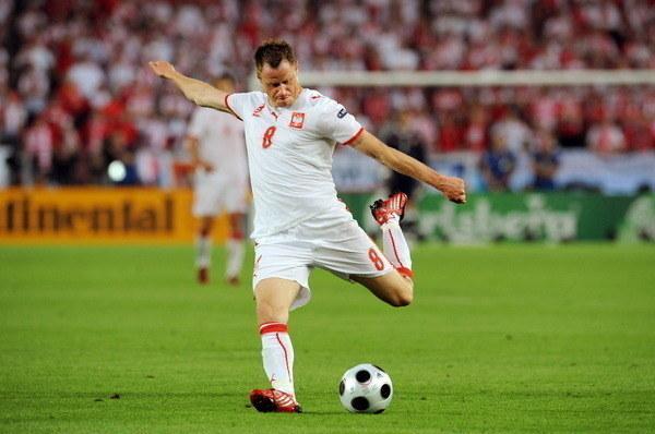 Jacek Krzynówek imponował piekielnie mocnym strzałem z lewej nogi /AFP