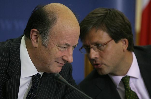Jacek Rostowski, minister finansów i Dominik Radziwił (P), wiceminister finansów. Fot. S. Maszewski /Reporter