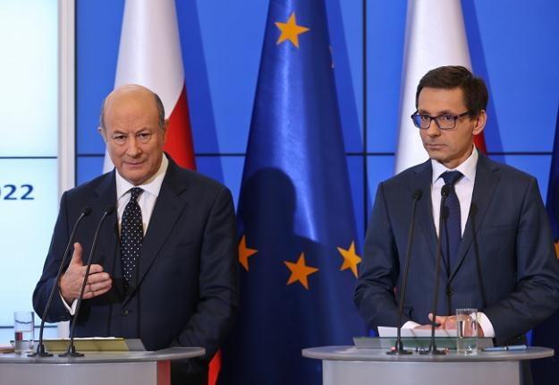 Jacek Rostowski, minister finansów (L) i Mikołaj Budzanowski, minister skarbu państwa (P) /PAP