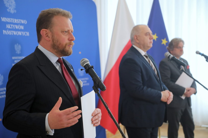 Jacek Sasin, Łukasz Szumowski oraz Jarosław Pinkas podczas konferencji prasowej /Wojciech Olkuśnik /PAP