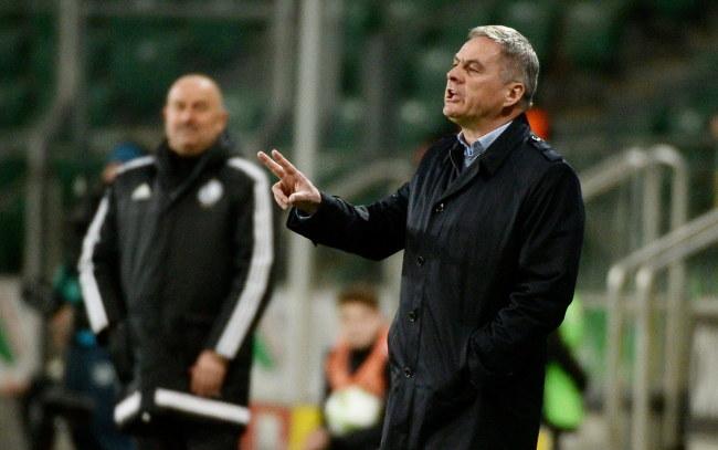 Jacek Zieliński, trener Cracovii (na pierwszym planie) /Bartłomiej  Zborowski /PAP