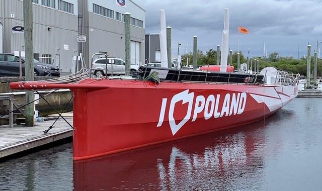 """Jacht """"I Love Poland"""" kupiony za 900 tysięcy euro ma złamany maszt i uszkodzoną burtę. /Paweł Żuchowski /RMF FM"""
