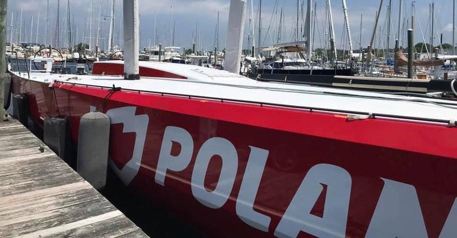 """Jacht """"I Love Poland"""" po miesiącach naprawy wyruszył w rejs z mariny na Rhode Island w USA /Piotr Żuchowski /RMF FM"""
