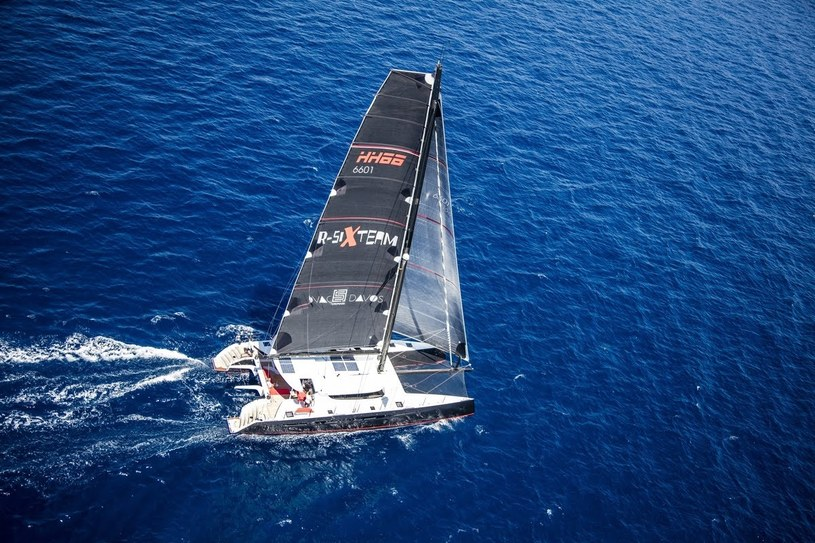 Jacht zespołu R-Six Team /informacja prasowa /