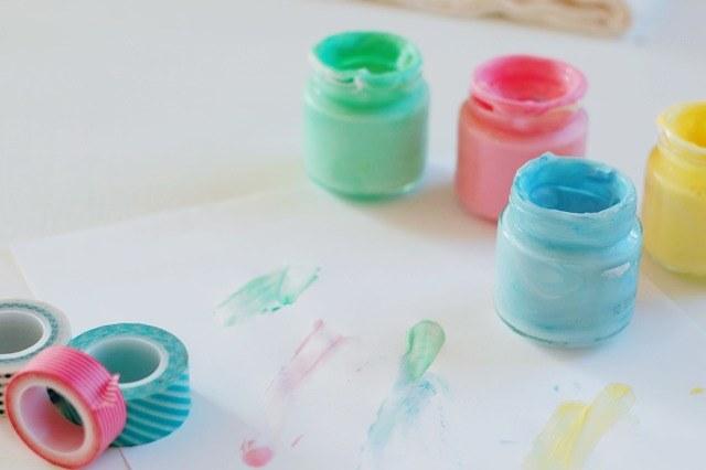 Jadalna farba dla dzieci /© Photogenica