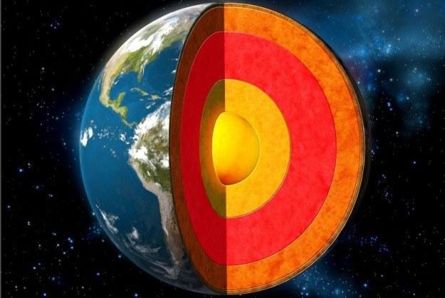 Jądro Ziemi wpływając na prędkość rotacji naszej planety, może wywołać katastrofalne wstrząsy tektoniczne /123RF/PICSEL