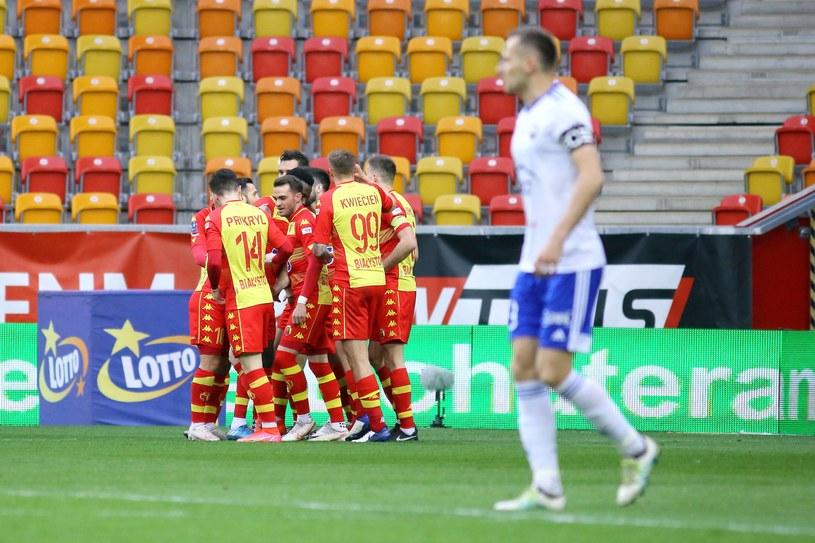 Jagiellonia Białystok zdobywa gola w meczu ze Stala Mielec / KAMIL SWIRYDOWICZ / CYFRASPORT/NEWSPIX.PL /Newspix
