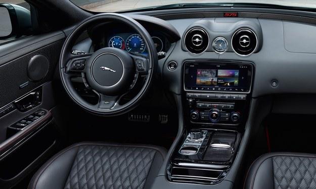 Jaguar XJR575 /Jaguar