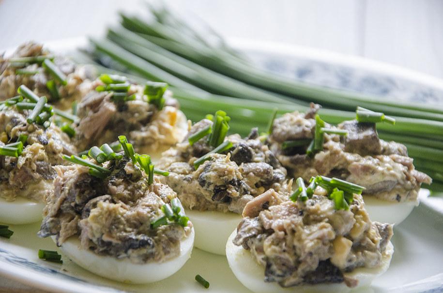 Jaja faszerowane tuńczykiem i pieczarkami /RMF FM