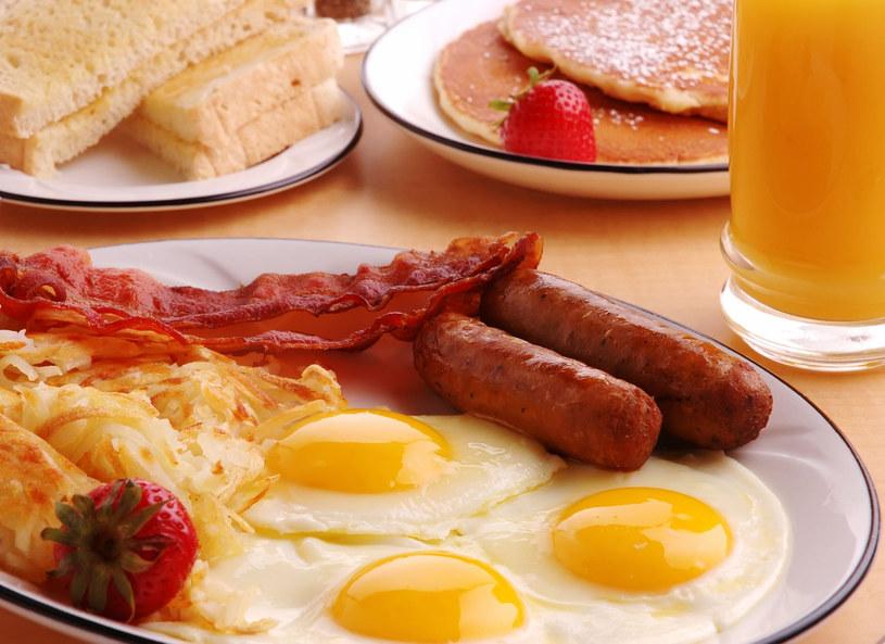 Jaja sycą i dostarczają wielu cennych substancji odżywczych /Picsel /123RF/PICSEL
