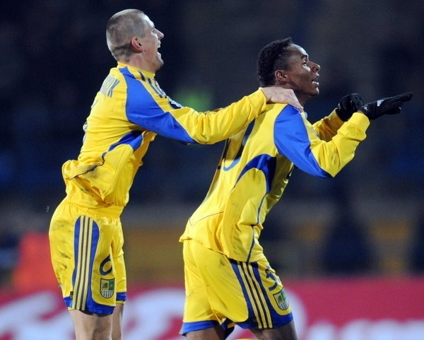 Jaja (z prawej) strzelił Piastowi dwa gole /AFP