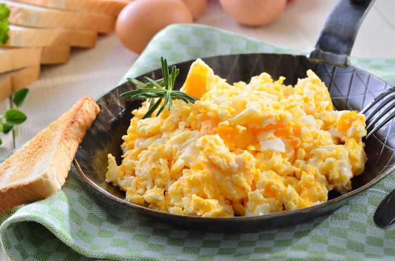 Jajecznica to idealny wybór na śniadanie /123RF/PICSEL
