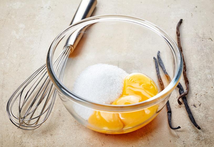 Jajeczny przysmak prawdopodobnie wywodzi się z kuchni żydowskiej /123RF/PICSEL