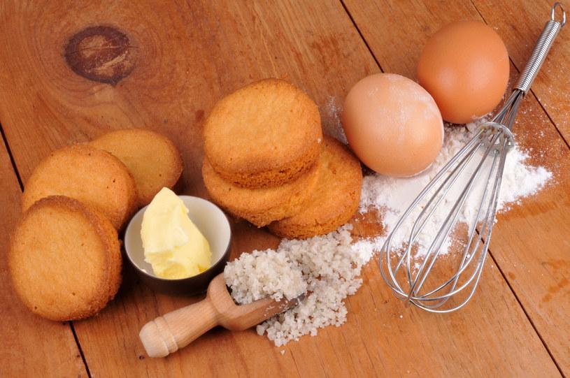 Jajka, masło czy sól można zastąpić innymi produktami /123RF/PICSEL