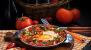 Jajka sadzone w sosie pomidorowym