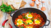 Jajka w sosie pomidorowo-paprykowym
