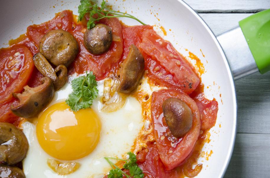 Jajka z rydzami w pomidorach /Malwina Zaborowska /RMF FM