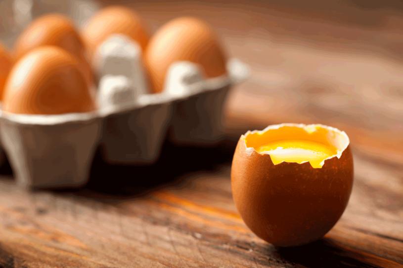 Jajka zawierają mnóstwo witamin i mikroelementów /123RF/PICSEL