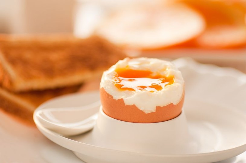Jajka znakomicie odżywiają mózg /123RF/PICSEL