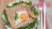 Jajko sadzone w naleśniku