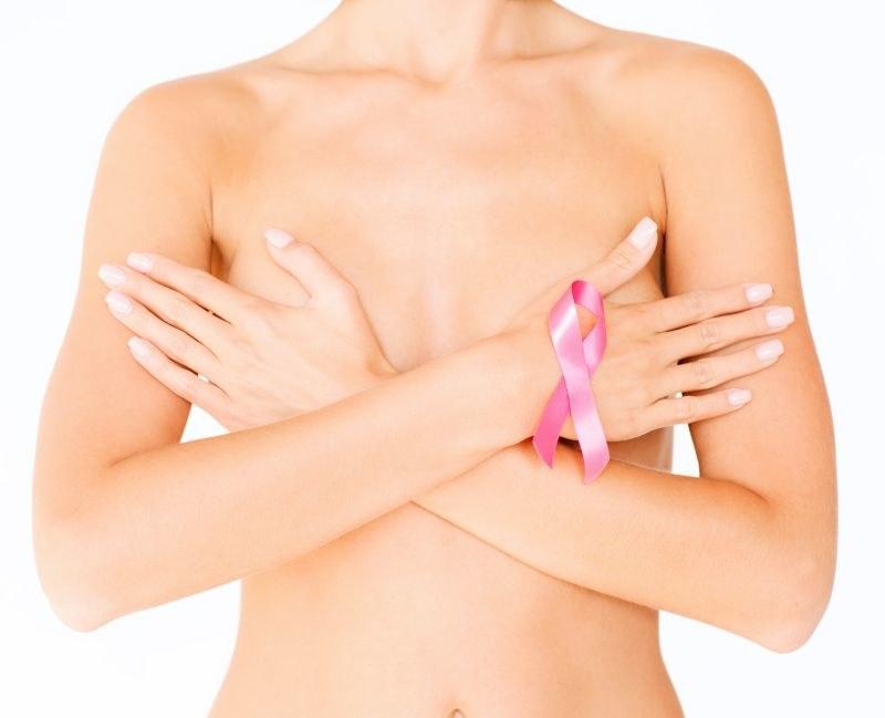 Jak badać swoje piersi /© Photogenica