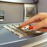 Jak bezpiecznie korzystać z bankomatów i kart kredytowych