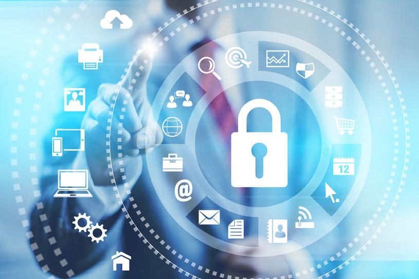 Jak bezpiecznie korzystać z internetu? /©123RF/PICSEL
