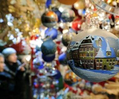 Jak bezpiecznie kupować świąteczne prezenty w sieci