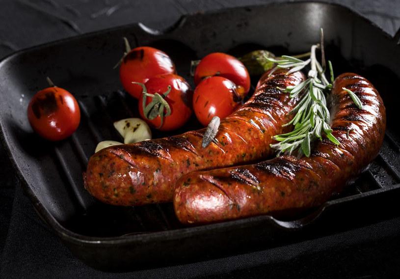 Jak bezpiecznie przyrządzać posiłki? /©123RF/PICSEL