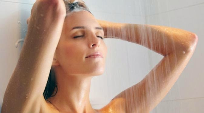 Jak brać zimny prysznic /© Photogenica
