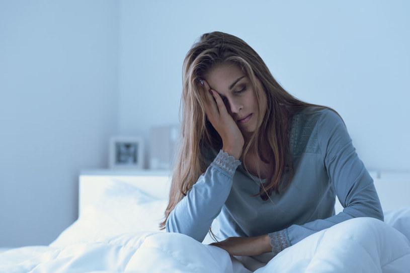 Jak brak snu wpływa na zdrowie? /©123RF/PICSEL