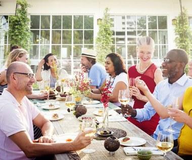 Jak być dobrym gospodarzem na przyjęciu?