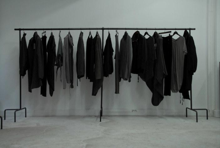 Jak chronić czarne ubrania przed blaknięciem /© Photogenica