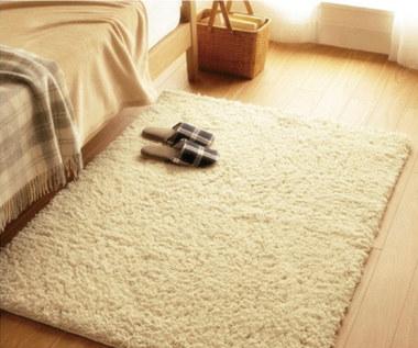 Jak czyścić i dbać o wełniany dywan?