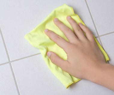 Jak czyścić płytki na podłodze?
