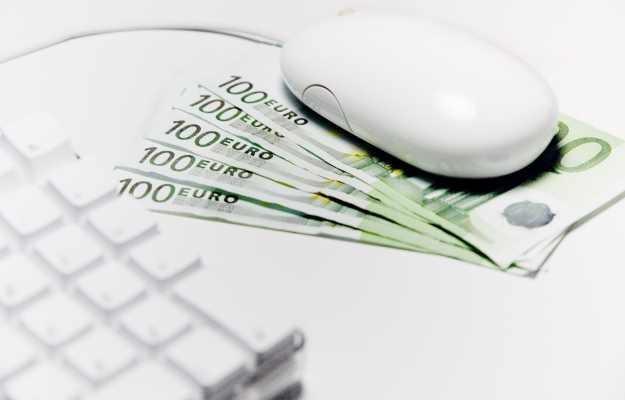 Jak dbać o bezpieczeństwo naszych pieniędzy w internecie?  fot. Pierre Amerlynck /stock.xchng