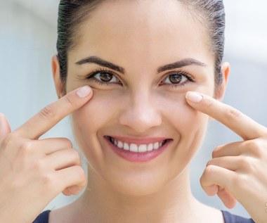 Jak dbać o delikatną skórę w okolicach oczu?