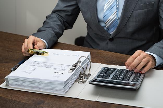 Jak długo może trwać kontrola podatkowa w firmie? /©123RF/PICSEL