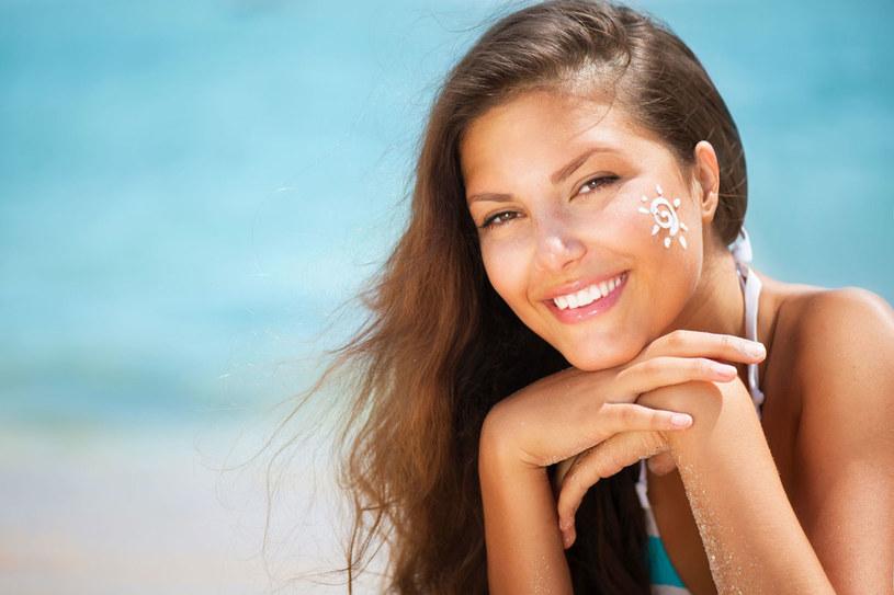 Jak dobrze zregenerować i odżywić włosy oraz skórę po wakacyjnym słońcu /123RF/PICSEL