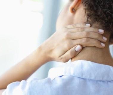 Jak domowym sposobem pozbyć się bólu szyi?