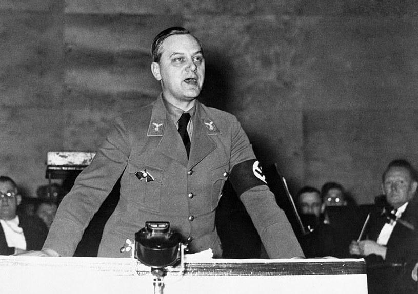Jak doszło do tego, iż mierny publicysta  awansował na naczelnego ideologa narodowego socjalizmu? /Getty Images