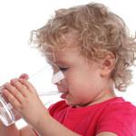 Jak dużo i co dawać dziecku do picia?