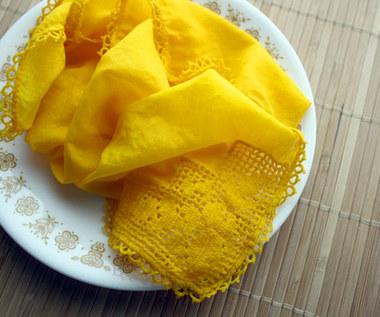 Jak farbować tkaniny za pomocą kurkumy?