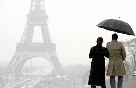 Jak Francuzi przyjmą kontrowersyjną reklamę? /AFP