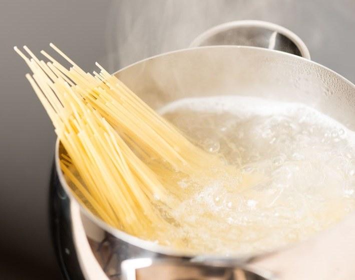 Jak gotować makaron? /©123RF/PICSEL