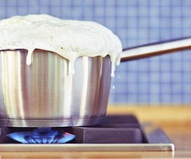 Jak gotować mleko, żeby nie wykipiało?