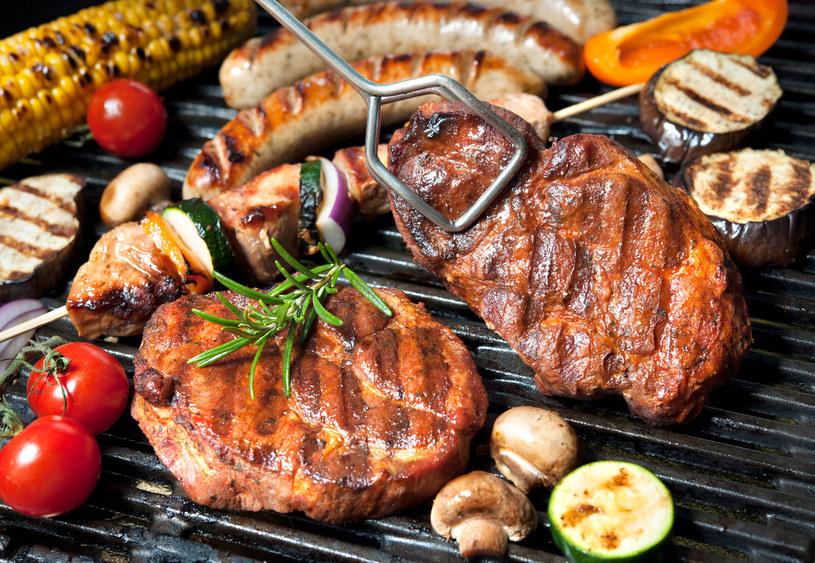 Jak grillować mięso, by było smaczne i zdrowe? /123RF/PICSEL