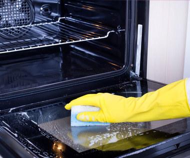 Jak i czym wyczyścić piekarnik?