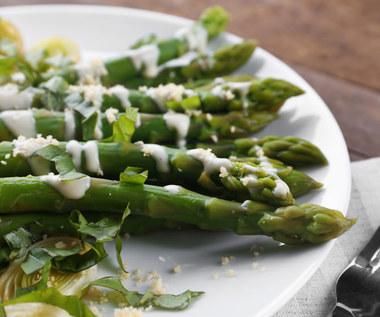 Jak jeść szparagi? Dlaczego warto po nie sięgać?