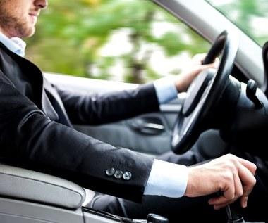 Jak jeździć po mieście, żeby uniknąć kolizji? Przydatne porady